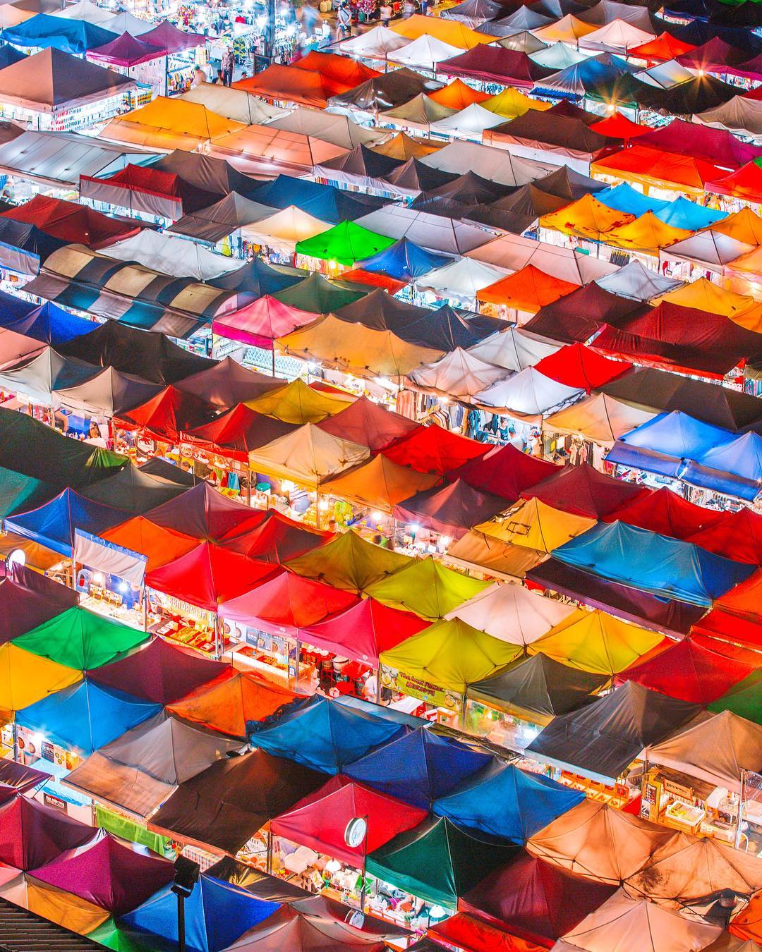 Rot Fai Train Market, Bangkok, Thailand by Victor Cheng