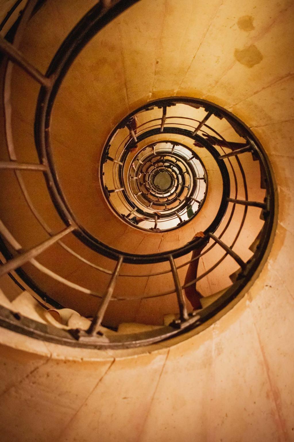 Arc de Triomphe de l'Etoile spiral staircase