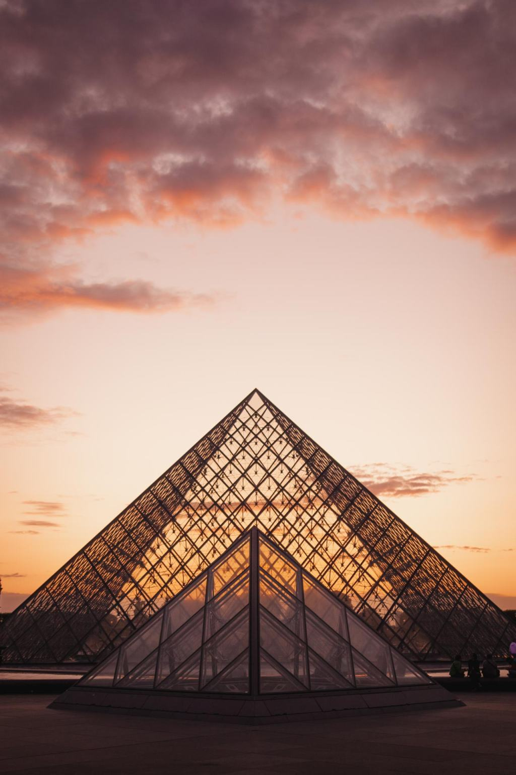 Louvre Pyramid, Musée du Louvre, sunset, Paris