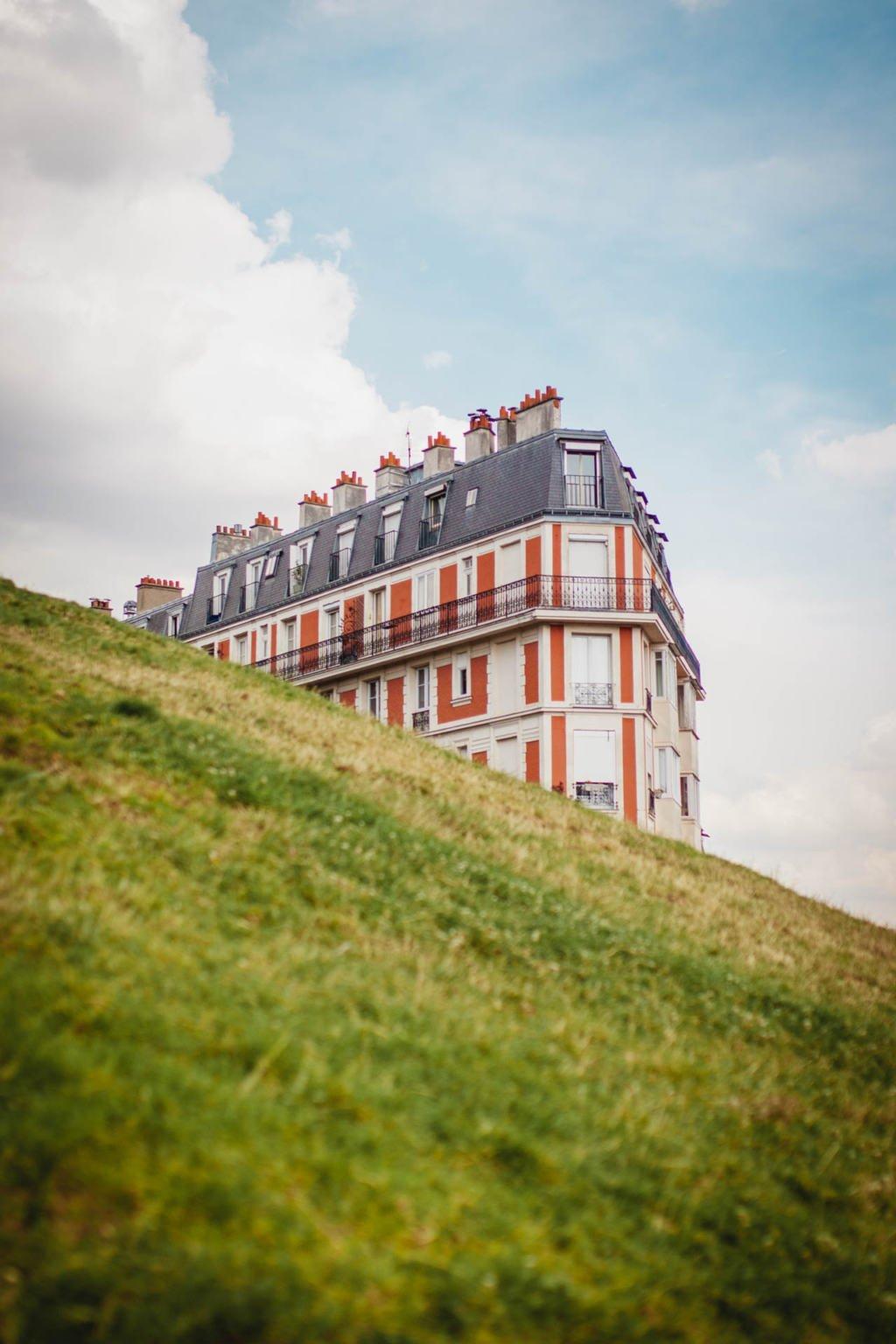 Sinking House, optical illusion Sacré-Cœur, Montmartre, Paris