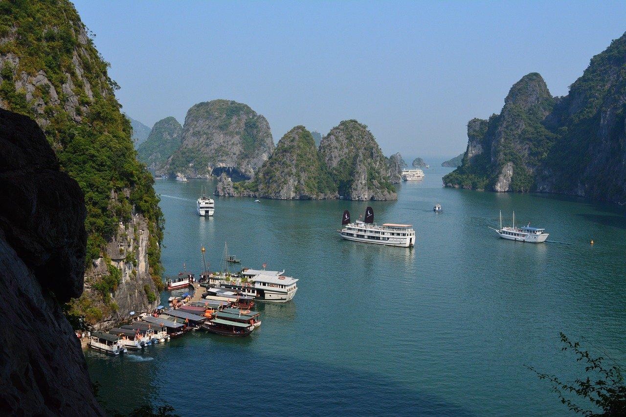Ha Long Bay Boat Travel in Vietnam