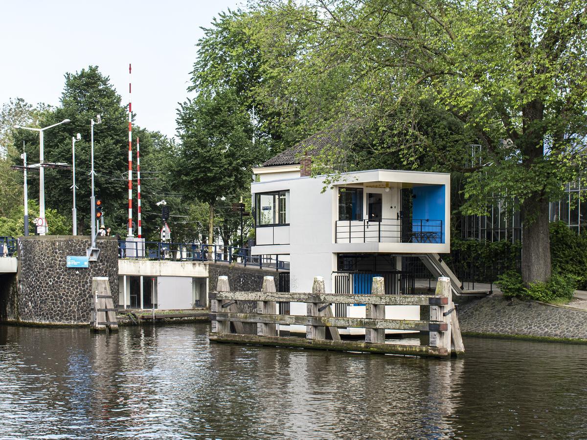 Sweets hotel hortusbrug brugwachtershuisje