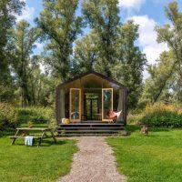 bijzonder overnachten nederland Tiny house Nationaal Park de Biesbosch gerecycled karton